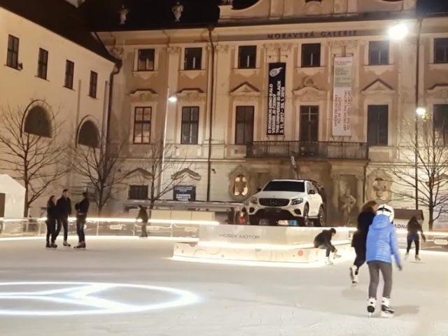Mercedes on Moravské náměstí ice rink was removed