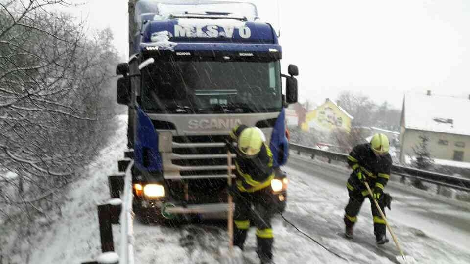 Heavy Snowfall Causes Transport Chaos in South Moravia