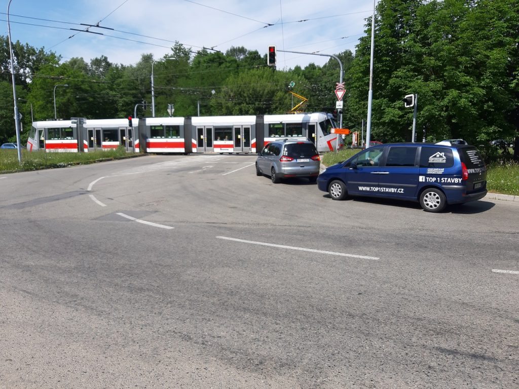 City and Regional Authorities Will Cooperate To Build a Level Crossing at Kamenolom Intersection in Bystrc