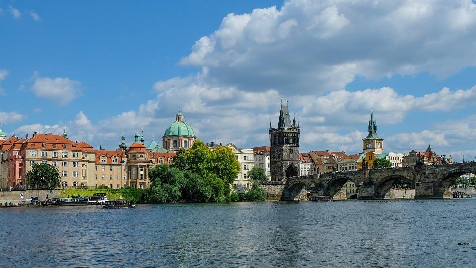 Over 3,000 New Cases of Coronavirus in the Czech Republic on Thursday, Prague Turns Red