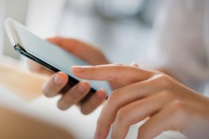 A Quarter of Czechs Report Feeling Dependent on Their Smartphones