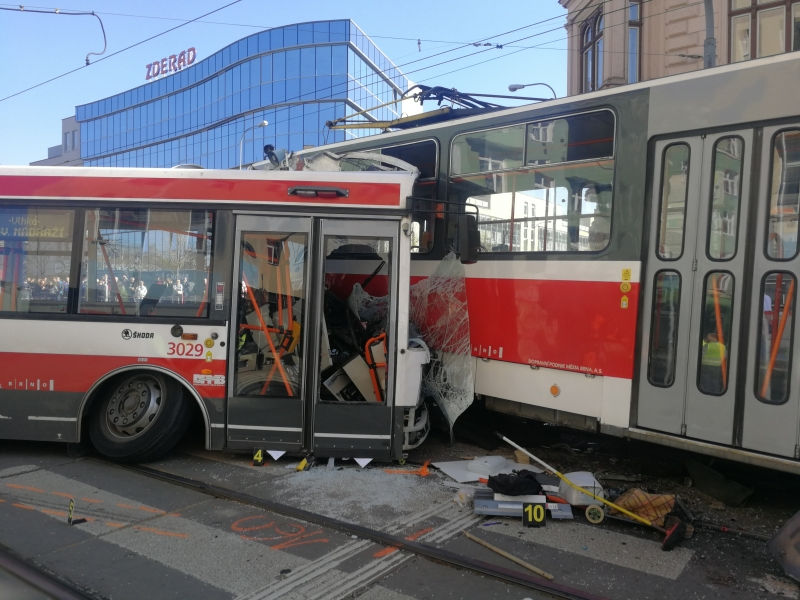 Huge Accident at Masná, Heavy Delays for Many Public Transport Lines