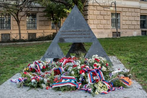 Monument of three resistance movements (Památník tří odbojů)