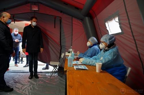 igor-matovic-covid-testing-station-slovakia-2-Nov-credit-vlada.gov (2)