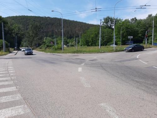 Crossing at Kamenolom Intersection in Bystrc BD (4)